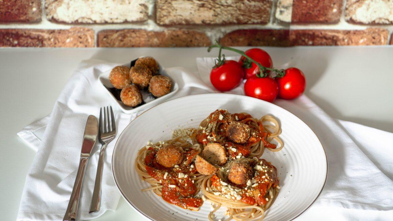 Spagetthi mit Tomatensauce und Tofubällchen